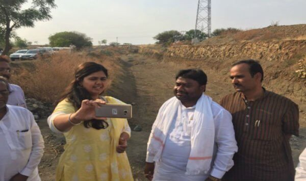 Picnic at the cost of people's misery- a female minister goes to the draught hit areas and take selfies
