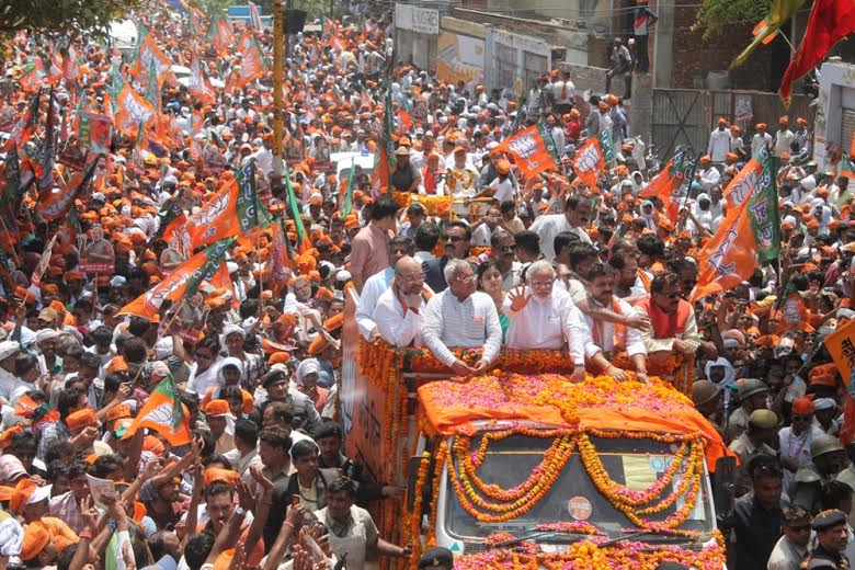 Varanasi: Prime Minister Narendra Modi  during his roadshow, a day ahead of filing his nomination papers for the Lok Sabha polls, in Varanasi, Thursday, April 25, 2019. (PTI Photo/Manvender Vashist)  (PTI4_25_2019_000173B)